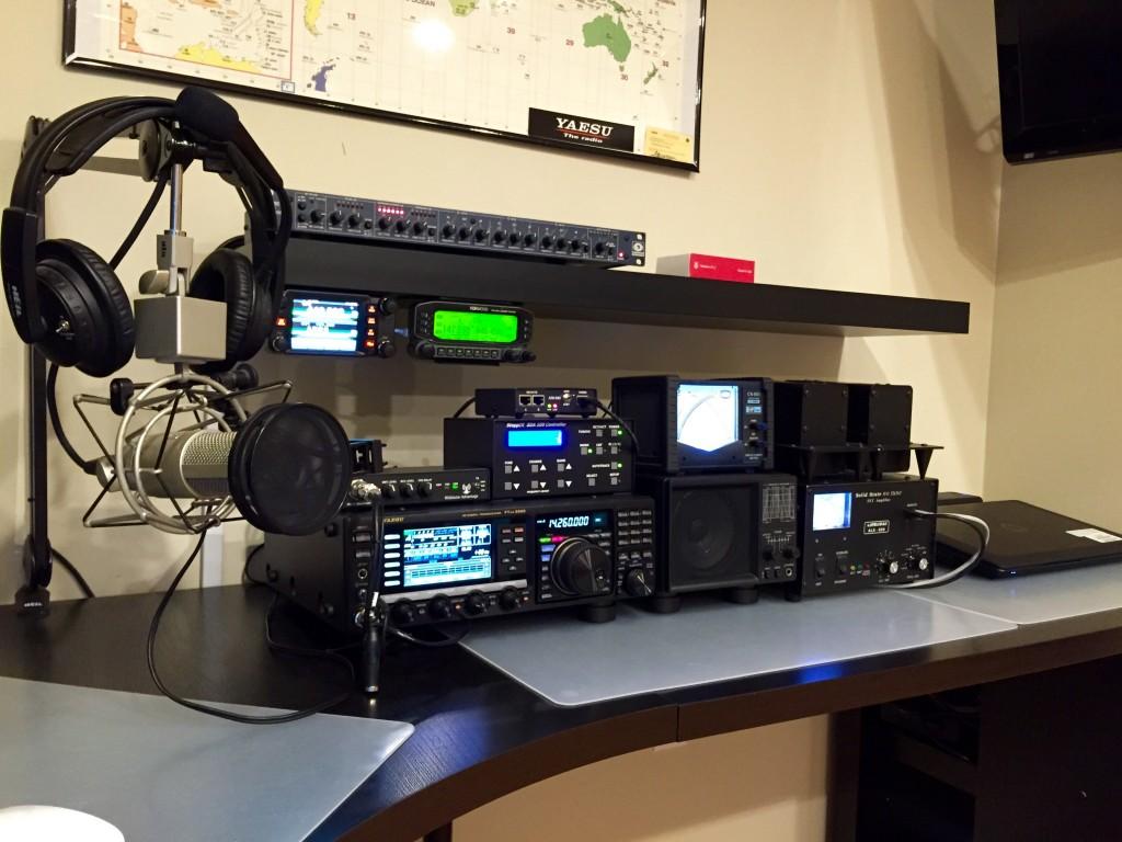 KP4IP Ham Radio Desk